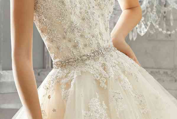 Complementos Mori Lee by Madeline Gardner
